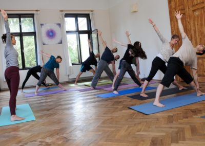 yoga-group2-v2